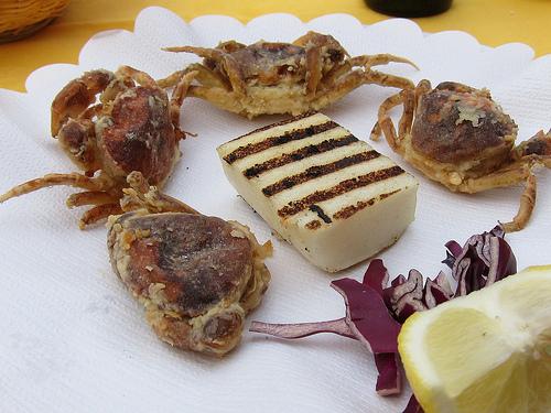 polenta e moeche piatto della tradizione veneta